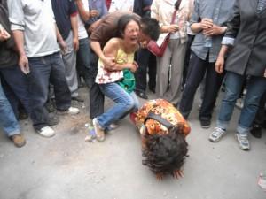 1024px-Sichuan_earthquake_victims_dujiangyan